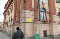 """Asigurările pe clădiri, o raritate în cadrul instituțiilor publice, deși unele dintre acestea arată cu degetul în """"curtea vecinului"""""""