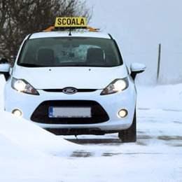 Tinerii din mediile defavorizate pot face școala de șoferi în cadrul unui program finanțat de MOL Romania