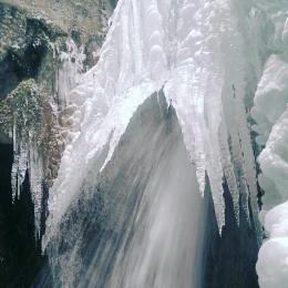 Canionul Șapte Scări, închis după ce blocurile de gheață au distrus prima pasarelă