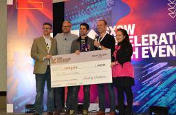 """Brașovenii care transformă o masă într-o imensă tabletă au câștigat premiul de """"Cel mai bun startup de realitate virtuală"""" în Texas"""