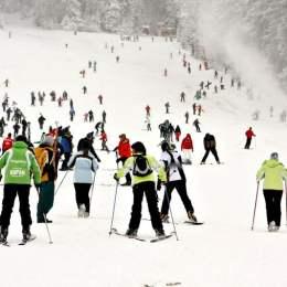 1.600 de lei, o săptămână într-o tabără de schi în Poiana Brașov