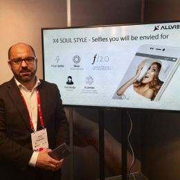 Brașovenii de la Allview au lansat la Barcelona un nou smartphone dedicat pasionaților de selfie-uri