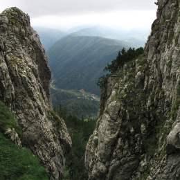 Traseele din masivul Piatra Craiului vor fi remarcate în acest weekend. Deocamdată se refac marcajele din județul Argeș