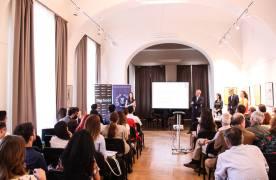 Şefii de promoţie ai Universităţii Transilvania au primit premii în bani