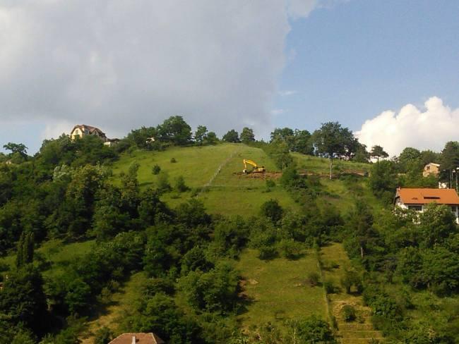 """Tot mai multe șantiere """"secrete"""" în Brașov. Un alt drum suspect a răsărit pe alt deal din zona Șchei"""