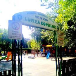 Părinți amendați cu câte 100 de lei, pentru că au fumat în incinta locurilor de joacă din parcuri