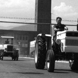"""Producătorul celui mai nou tractor românesc: """"Închiderea Tractorul, cea mai mare crimă economică. Au vândut utilaje de sute de mii de euro la preț de fier vechi!"""""""