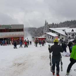 A început sezonul de schi, au început și problemele: unii au vrut să se dea cu sania printre schiori, alții au vrut chiar să își parcheze mașina pe pârtie