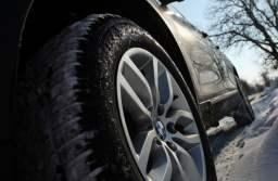 Poliția le recomandă șoferilor să își monteze anvelopele de iarnă. Vezi ce alte sfaturi mai au polițiștii în această perioadă