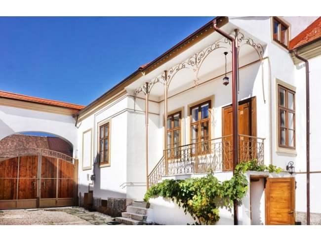 FOTO O casă săsească din Codlea, construită în 1905, scoasă la vânzare cu 450.000 de euro