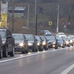 Cozi pe DN 1, pe sensul către București. Polițiștii recomandă DN1A pentru evitarea aglomerației