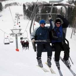 Telescaunul Ruia a fost oprit. Un brad încărcat de zăpadă s-a prăbușit pe instalația de transport pe cablu