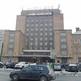 Aro Palace își renovează fațada cu 665.000 de lei ca să nu plătească un impozit de cinci ori mai mare