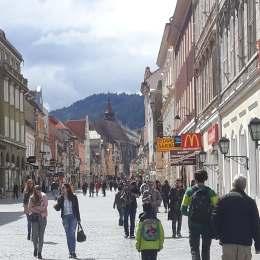 Cum vrea Primăria să scape Centrul Brașovului de imaginea de bazar, creată de reclamele inestetice