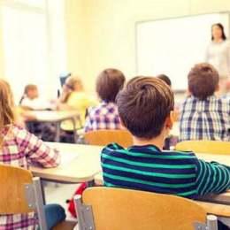 Coplata de 15 lei, pe care elevii o vor plăti pentru abonamentele RATBV, va fi utilizată pentru majorarea burselor școlare