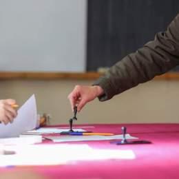 Peste 151.000 de brașoveni au votat până la mijlocul zilei alegerilor. Numai în municipiul Brașov au votat aproape 80.000 de persoane