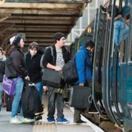 Studenții nu vor să le fie limitat dreptul de a călători gratuit cu CFR-ul și cer Guvernului oprirea acestui demers