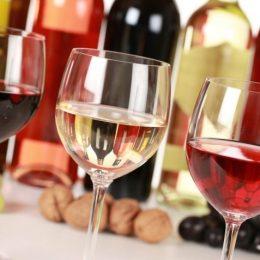Românii preferă vinurile seci. Auchan organizează un târg de vinuri în hypermarketurile sale din Brașov