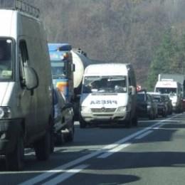 Trafic blocat pe DN1, pe ambele sensuri, la Timișu de Jos