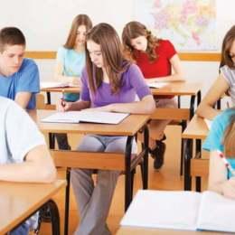 Legea educației, modificată din nou: Numărul elevilor într-o clasă, redus la 22 în învățământul primar, 26 în gimnaziu și liceu, 17 la grădiniţă