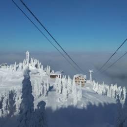 FOTO VIDEO De mâine se poate schia în Poiana Brașov. Stratul de zăpadă ajunge la 70 de centimetri