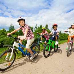 Bicicletele, trotinetele și trambulinele, cele mai achiziționate produse în ultimele luni. Hipermarketurile înregistrează creșteri de până la 15% la categoria jucăriilor