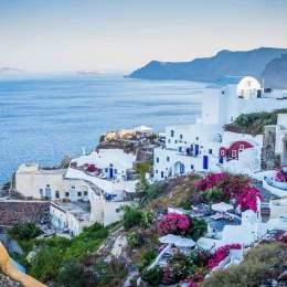 Romanii vor putea merge pe litoralul grecesc din 15 iunie. Doar 19 țări pot trimite turiști în Grecia
