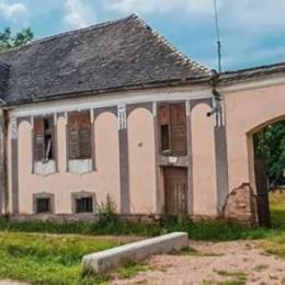 Dana Rogoz și-a cumpărat o casă la Viscri, satul brașovean făcut celebru de Prințul Charles