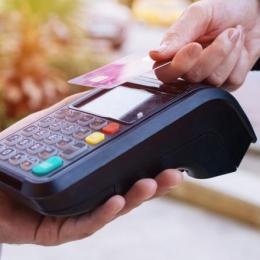 România, la coada Europei privind plățile cu cardul, chiar dacă acestea au crescut cu aproape 10% în perioada pandemiei de COVID-19