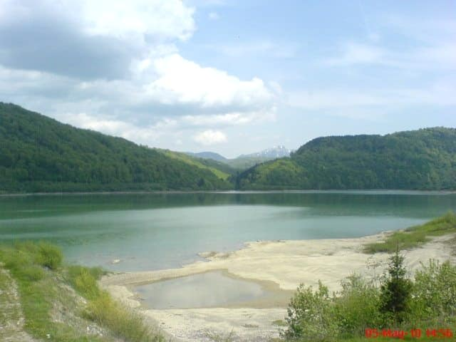 Barajul Săcele de pe Târlung a fost supraînălțat cu 36 de milioane de lei. Acum va putea stoca 28 de milioane de metri cubi de apă, fiind cel mai mare lac de acumulare împrejmuit din țară