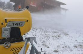 FOTO A început pregătirea sezonului de schi în Poiana Brașov. Se fac rezerve de zăpadă artificială/ Tarifele rămân la același nivel ca anul trecut