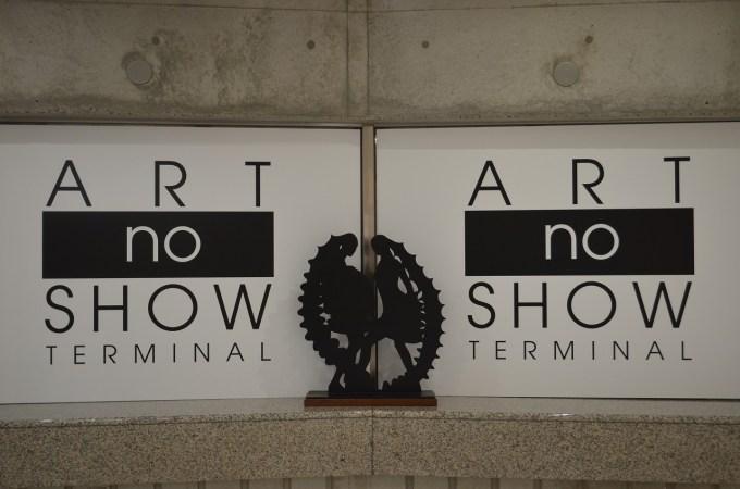 土庄港フェリーターミナルはアートノショーターミナルとして瀬戸内芸術祭の作品に
