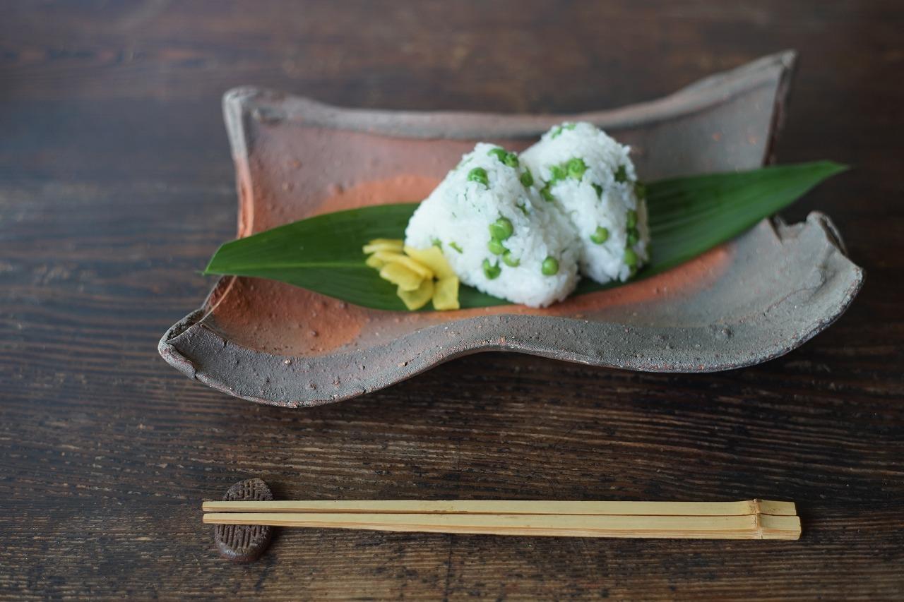 備前皿 Masahiko Kondo -アラスカ豆ご飯のおにぎり-