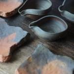 味わい深い土の質感を愉しむ、備前焼の小皿と小鉢