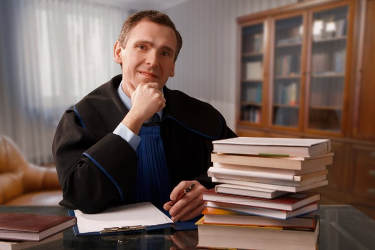 Legal Hurdles: 4 Benefits of Hiring a Defense Base Act Attorney