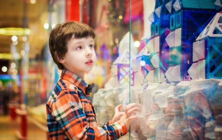 Kid browsing toys
