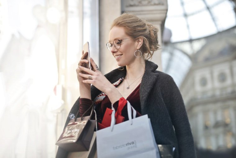 Using data analytics for enhancing omni-channel customer experience