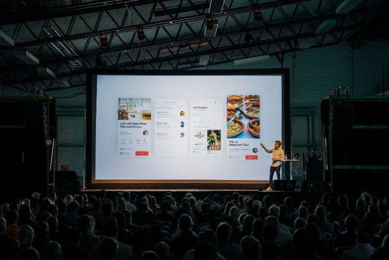 Business speech using digital presentation tool