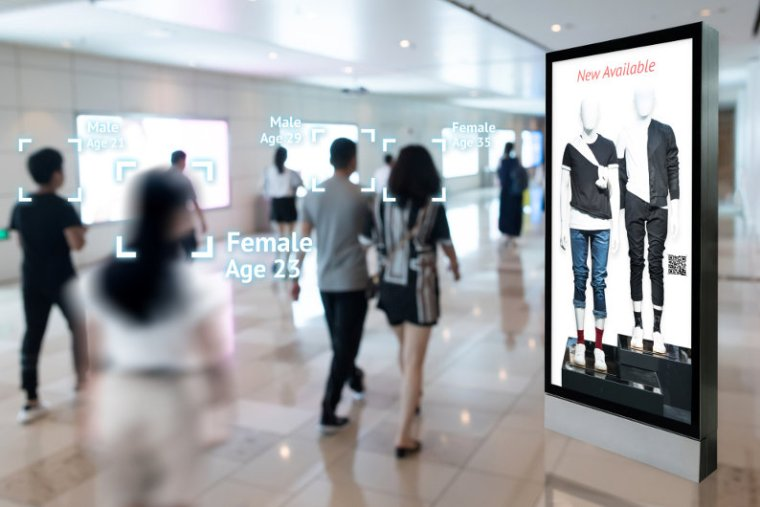 Signage ad targeting via augmented reality and face recognition