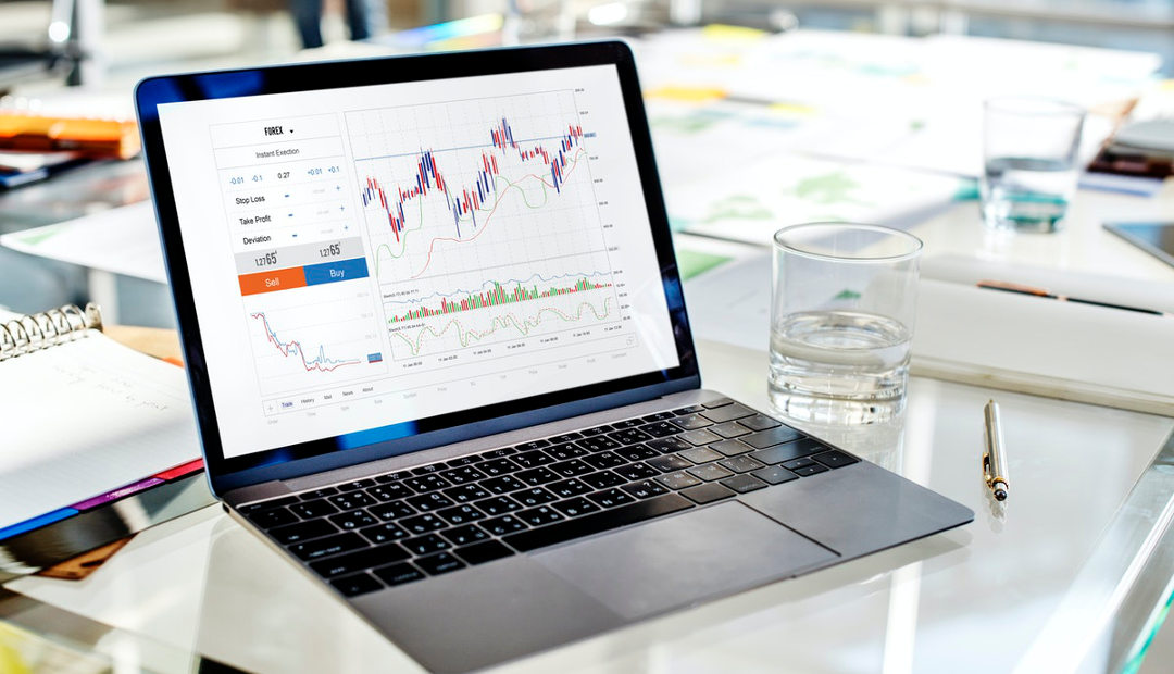 What's on a Forex Trader's Desk?