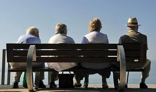 Slikovni rezultat za iznerviran penzioner