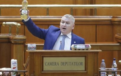 Moțiunea a PICAT. Circ cu ouă și ulei în Parlament