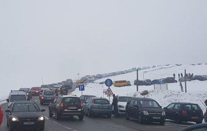 Mii de turisti la Ranca. S-a format coada de masini la intrarea in statiune