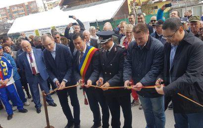 Victor Ponta a tăiat panglica la inaugurarea Sălii Sporturilor. Cei de la PSD și ALDE au fugit de el ca de ciumă