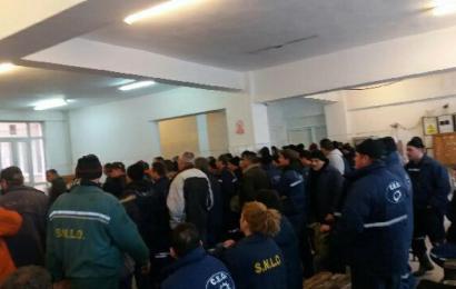 Protest la Cariera Lupoaia. Minerii refuză să intre la muncă!