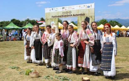 Pregătiri pentru Festivalul RomânIA Autentică la Hobița