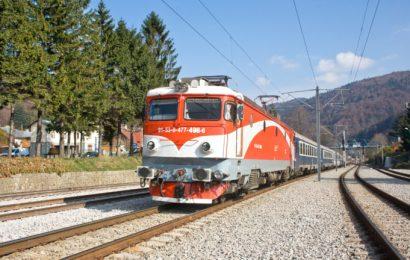 Studenții, nemulțumiți de aglomerația din trenuri