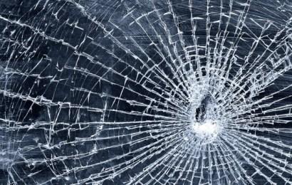 A spart geamul și a intrat peste ea să o omoare