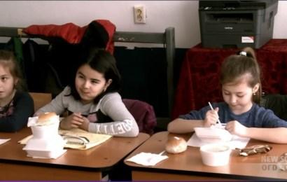 Mâncare caldă pentru elevii unor școli din Gorj