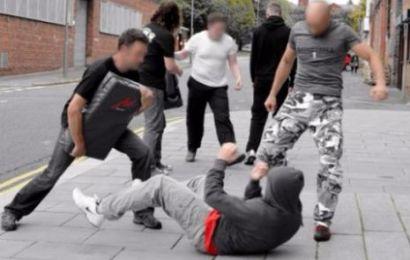 Gorjean amenințat în propria curte de cinci agresori